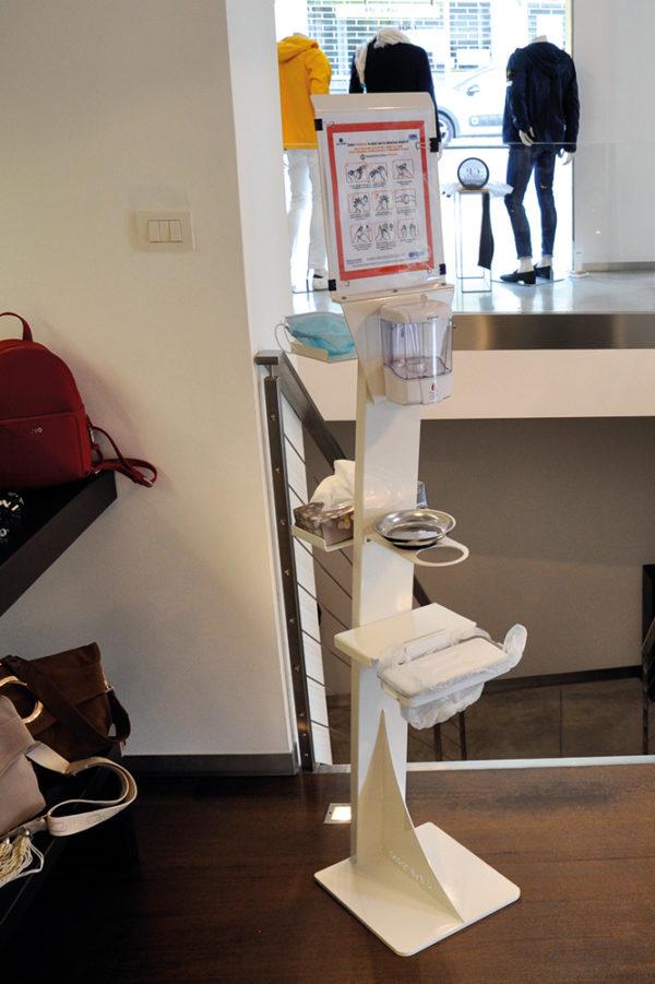 Colonnina dispenser automatico igienizzante mani con salvagocce, portaistruzioni, portamascherine e portaguanti e portarifiuti